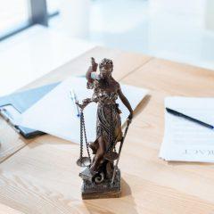 בכירה פוטרה בגלל גילה המתקדם – המעסיקה תפצה